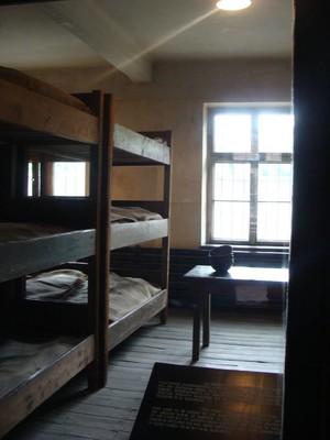 Interno dei blocchi delle camerate di Auschwitz.