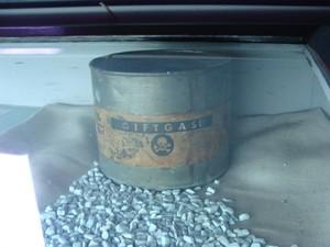 Barattolo di alluminio contenente il gas letale, utilizzato per le esecuzioni di massa.