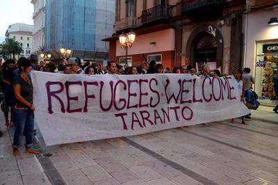 Una manifestazione dei promotori di Campagna Welcome Taranto