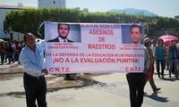 Messico: i poliziotti agli ordini Peña Nieto sparano sui maestri nello stato di Oaxaca