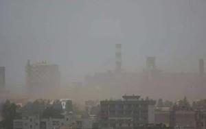 Vento e polveri sul quartiere Tamburi di Taranto