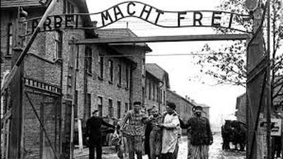 """""""Auschwitz Birkenau: lasciate ogni speranza voi ch'entrate"""" di Roberto Ferro"""