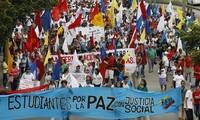 Colombia: l'ipocrisia del Nobel per la pace al presidente Santos