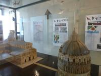 2016年春、ピサのグラフィック博物館で開かれた平和のためのつる展 資料センター作成の、ヒロシマ・ナガサキについての解説パネル