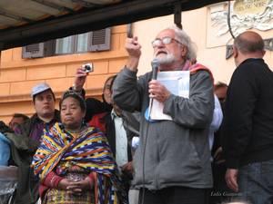 Alex Zanotelli a Roma durante una manifestazione nel 2013