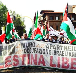 Spezzone filo-palestinese del corteo dell'Anpi a Roma