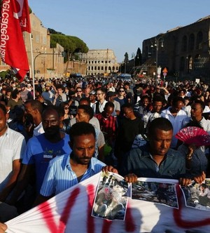 Sgomberi a Roma, in piazza migranti e movimenti per la casa