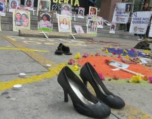 Manifestazione davanti alla Procura (Foto CDM)