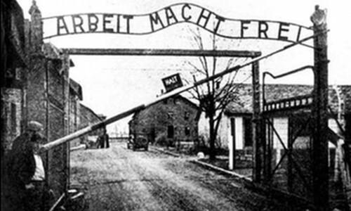 Giorno della Memoria. Il 17 gennaio 1945 i cancelli del Campo di concentramento di Auschwitz venivano abbattuti dall'Armata Rossa.