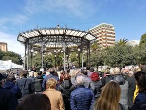Un'immagine della manifestazione in piazza