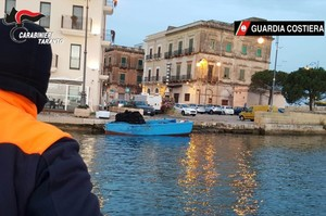 L'operazione di sequestro delle cozze a Taranto