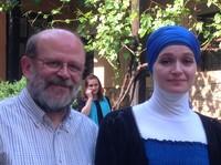 Sarajevo 2014: don Renato Sacco con una ragazza il cui padre è stato ucciso a Srebrenica
