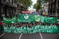 Argentina: l'aborto resta illegale, ma le giovani vincono nelle strade e nelle piazze del paese