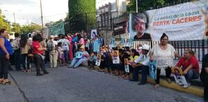 Protesta fuori dal tribunale (Foto Copinh)