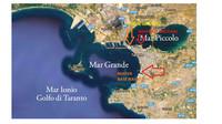 La portaerei Cavour entra nel Mar Piccolo di Taranto per manutenzione