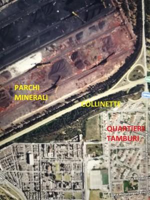 Le collinette che separano i parchi minerali dell'ILVA dal quartiere Tamburi di Taranto