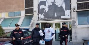 Francesco Miccoli davanti al tribunale di Pesaro il 3 marzo 2019