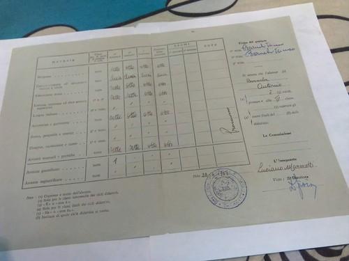 Pagella firmata da Luciano Marescotti quando era maestro