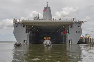La nave anfibia americana Uss Arlington