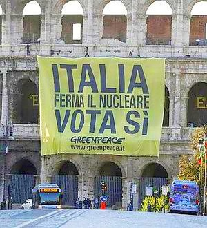 Greenpeace: ultimo appello antinucleare dal Colosseo