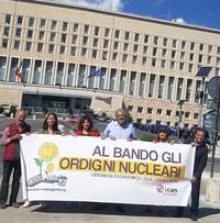 Approvato all'ONU il Trattato che proibisce gli ordigni nucleari - Presidio antinuclearista perchè anche l'Italia lo firmi.