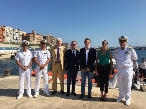 Visita al porto di Augusta del segretario del Ministro della Difesa Antonello Arabia, accompagnato dalla sindaca di Augusta Maria Concetta Di Pietro, dal deputato Gianluca Rizzo e dal senatore Giuseppe Pisani.