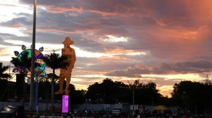 El cielo inmenso de Managua y Sandino vigila (Foto G. Trucchi | LINyM)