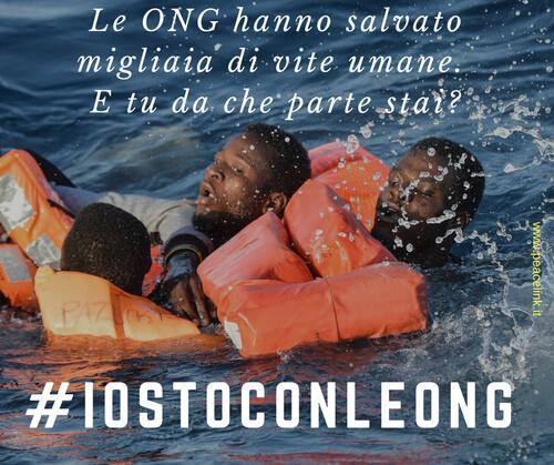 Con le ONG (Organizzazioni Non Governative) che salvano vite umane. Contro il razzismo insorga l'Italia nonviolenta.