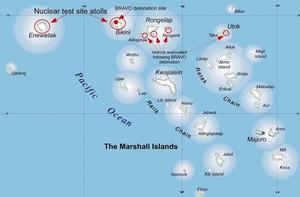 Tra il 1946 e il 1958, gli Stati Uniti hanno sperimentato 66 armi nucleari vicino all'atollo Bikini. La popolazione che abitava la vicina isola di Marshall è stata esposta a livelli misurabili di radiazioni da questi test