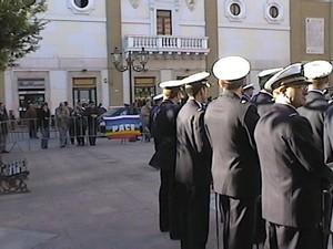 La bandiera della pace durante la celebrazione del 4 novembre a Taranto