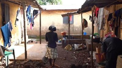 La squadra della BBC ha seguito Fatou nel suo ritorno a casa a Conakry, la capitale della Guinea