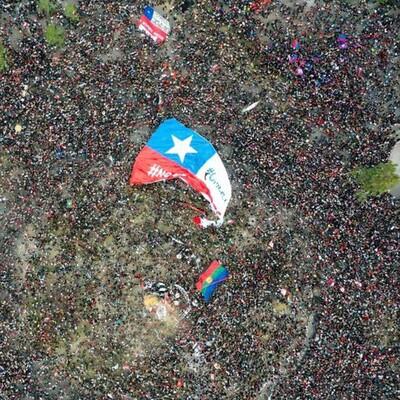 """No. I pacifisti non si sono dimenticati del Cile. Siamo vigili e in contatto con la popolazione. Manteniamo il nostro adagio di essere lo """"slow-food"""" dell'informazione. Ora le informazioni sono tante. Le stiamo raccogliendo, traducendo e organizzando. Ma non dimentichiamo nessuno"""