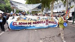 manifestazione per il diritto all'acqua a Mendoza
