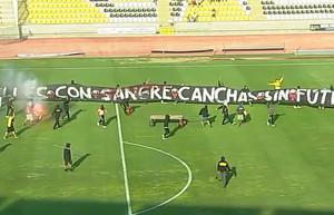 strade di sangue, campi senza calcio - proteste popolari in Cile