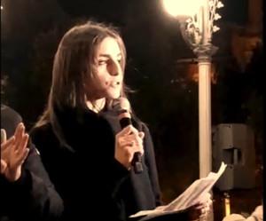 """Giulia Gallo nel suo """"Discorso sulla Speranza"""", pronunciato a Taranto il 26 febbraio 2020 nella fiaccolata in ricordo delle vittime dell'inquinamento. Piazza Garibaldi"""