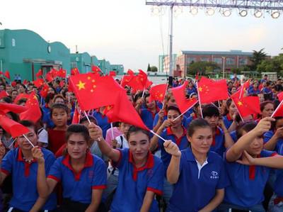dipendenti della Taiguang Company durante la Giornata Nazionale