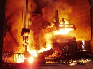 La produzione siderurgica oggi ha due gravi problemi: quello di ridurre le emissioni inquinanti e, contemporaneamente, di contenere al massimo il rilascio di gas climalteranti
