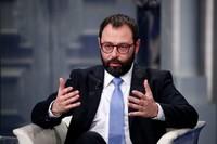 """Acciaio: il ministro Patuanelli parla nuovamente di """"miliardi di tonnellate"""" al posto di """"milioni"""""""