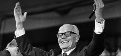 """""""Bisogna che la Repubblica sia giusta e incorrotta, forte e umana: forte con tutti i colpevoli, umana con i deboli e i diseredati."""" Discorso di insediamento di Sandro Pertini, 1978"""