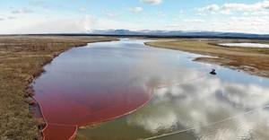 Il fiume Ambarnaja, inquinato da 15 mila tonnellate di combustibile diesel e lubrificanti sono fuoriusciti da una cisterna