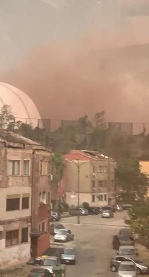 Tromba d'aria del 4 luglio 2020 che ha sommerso di polvere il quartiere Tamburi di Taranto