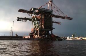 Gru ILVA per scaricare il minerale di ferro e il carbone