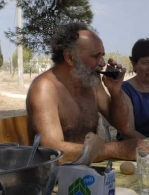 Sandro Quaranta e il suo immancabile bicchiere di vino