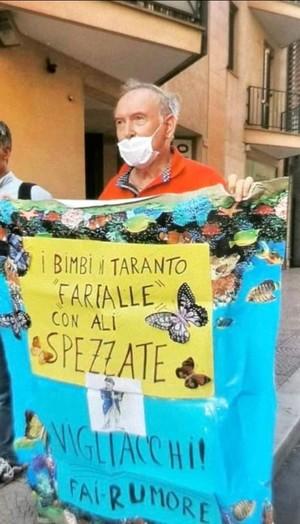 Sandro, con un cartellone a Taranto