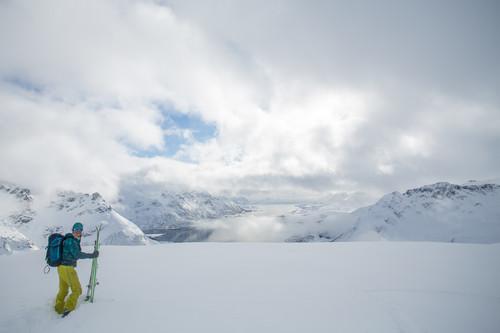 Tempesta sugli sci e attivismo impegnato nella comunità. Questa è Zoe Hart, qui durante il viaggio alle Lofoten che ha dato vita al programma energetico comunitario di Chamonix