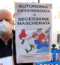 I governatori Fontana (Lombardia) e Zaia (Veneto) raffigurati come due membri della Banda Bassotti che smantellano l'Italia.