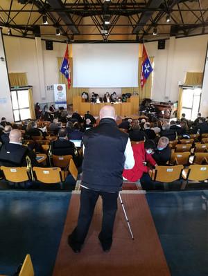Il processo ripreso dal video-operatore di PeaceLink, Piero Mottolese (di spalle)