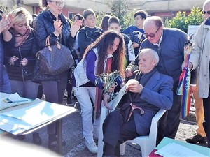 Agnese Ginocchio con il Cavaliere Di Franco sopravvissuto alla Seconda Guerra Mondiale