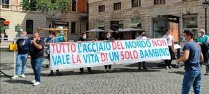 Manifestanti a Roma per la chiusura dell'area a caldo dell'ILVA (12-13 maggio 2021)