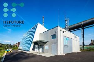 H2FUTURE è un progetto pilota finanziato dall'Unione europea per capire se la produzione industriale di idrogeno verde può sostituire i combustibili fossili nella produzione di acciaio. Per questo in Austria, vicino Linz è stato costruito un impianto pilota di idrogeno dell'impresa siderurgica austriaca Voestalpine.